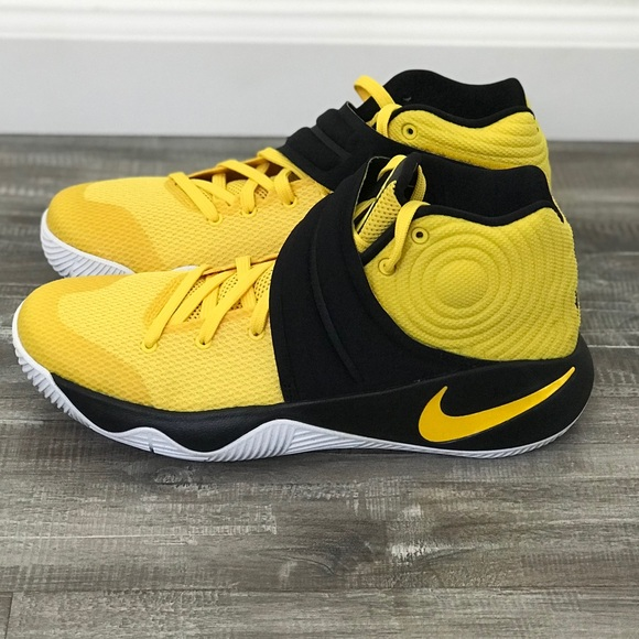"the latest 3da49 db639 Nike Kyrie 2 ""Tour Australia"" Sz 8.5 (7 mens)"